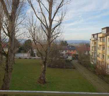 Ansprechende 2-Zimmer-Wohnung mit Balkon und Einbauküche (500€) in Bad Vilbel