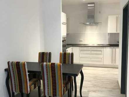 Möbelierte 3-Zimmer-Wohnung mit Einbauküche im Erstbezug