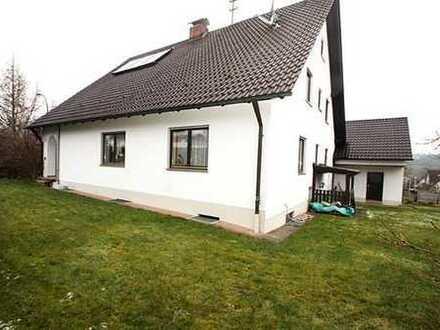 Top gepflegtes EFH mit Terrasse, Doppelgarage, Hobbyraum und großem, uneinsehbarem Grundstück .