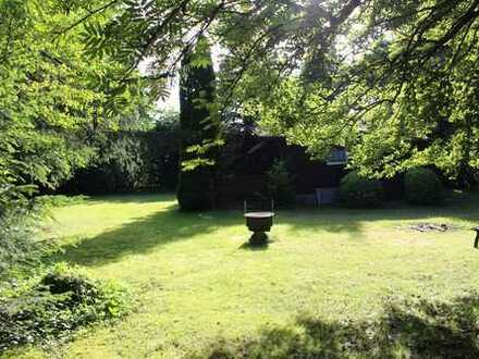 Parkähnliches, eingezäuntes Wochenendgrundstück in sonniger Lage mit tollem Haus