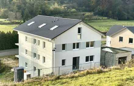 Neubaueigentumswohnung in schöner naturnaher Lage im 2-Parteienhaus
