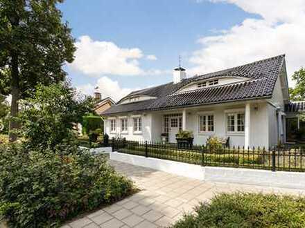 Exklusivität auf 325m² Wohnfläche, Einfamilienhaus mit Innenpool und Traumgarten
