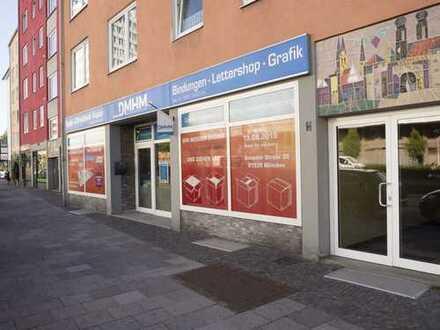Laden/Büro/Praxis mit großer Fensterfront und hervorragender Verkehrsanbindung