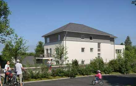 Energieeffizientes Wohnen im Grünen an der Rad- und Wandertrasse / 2-Zimmer-Whg. mit großem Balkon