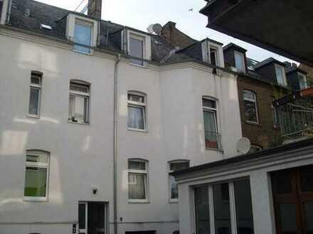 2 Zimmer Dachgeschoss - Wohnung, in ruhigem Hinterhaus