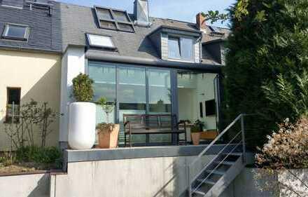 **Luxus Reihenhaus mit Terrasse und Doppel-Carport**