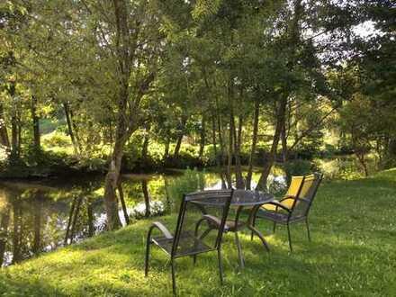 Schönes Zimmer mit 17qm in Fachwerkhaus direkt am Fluss mit Bademöglichkeit.