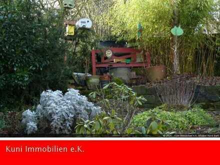 Haus mit romantischem Garten / Haupt-Maisonettenwohnung sofort frei / Einliegerwohnung / Garage