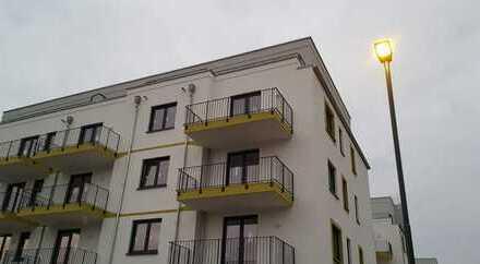 Einmal Erster sein: top-moderne, helle 3 Zimmerwohnung mit großem Eck-Balkon, barriefrei
