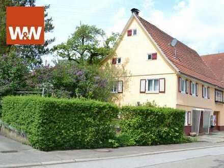 Einfamilienhaus mit viel Potential und Fläche, 3 Garagen und Scheune