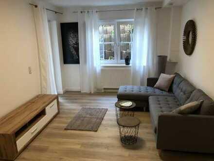 Exklusive, vollständig renovierte und vollmöblierte 2-Zimmer-Wohnung mit Balkon und EBK in Viernheim