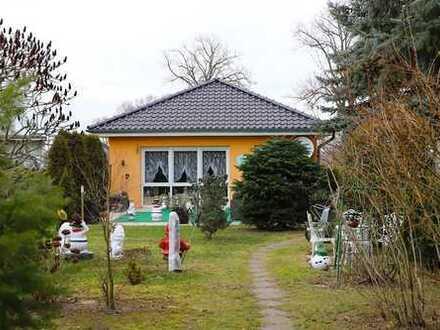 PROVISIONSFREI   Vermieteter Bungalow mit 3 Zimmern, 888qm Grundstück und Zentralstaubsauger