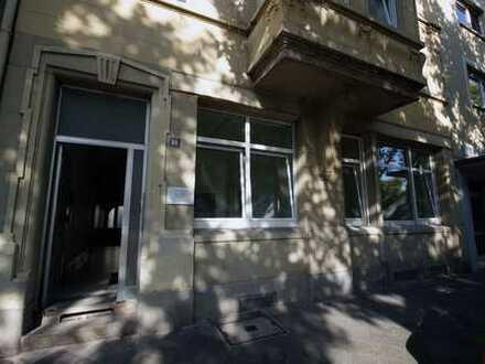 Büro-/Praxisräume im EG eines Gründerzeithauses in zentraler Lage in der Innenstadt.