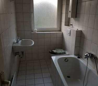 Helle 2 Zimmer-Wohnung mit Badewanne
