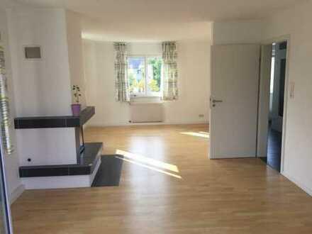 Schöne, vollständig renovierte 3-Zimmer-Wohnung in 2Fam.Haus, mit gr. Balkon u. EBK