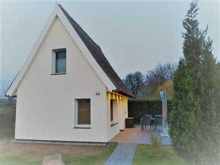 + Maklerhaus Stegemann + hochwertiges Ferienhaus nur 350 Meter vom Hafen entfernt