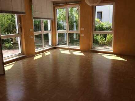 Rollstuhlgerechte 3-Zimmer-EG-Wohnung mit Terrasse und Einbauküche in Bochum