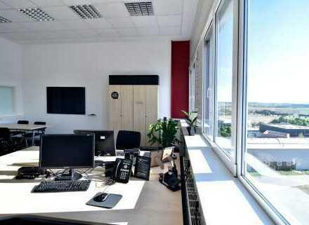 Bürofläche ca. 1.100m² + Lager-/Produktionshalle ca. 2.710m² bis 15m hoch - 2 Minuten zur A81