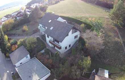 gepflegte Doppelhaushälfte mit Einliegerwohnung und Garage in Stetten