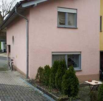 DHH auf 3 Etagen 140 qm WFL mit Keller und kleinen Garten,Stellplatz
