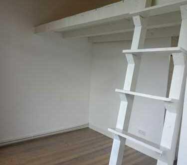 Helle, 26 m² große Single-Wohnung im 2. Stock (kein Dachgeschoß) eines Stil-Altbaus in Hanau Nord