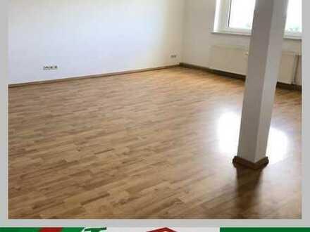 Geräumige 2-Raum Wohnung im DG - Tageslichtbad mit Wanne und Dusche