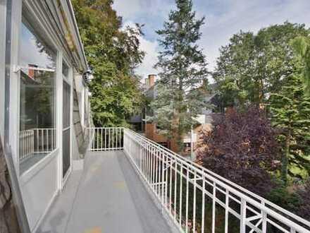 Blick ins Grüne vom großen s/w Balkon, geräumige 3 Zi Wohnung mit Echtholzparkett
