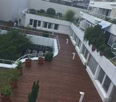 Zentrale, ruhige, geräumige und neuwertige 2,5-Zimmer-Wohnung mit Balkon und EBK in Mannheim