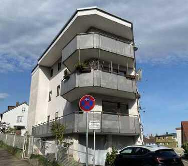 1-Zimmer Appartement mit EBK, Balkon und Stellplatz zu vermieten - Erstbezug nach Sanierung