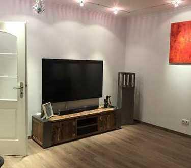 Kreuzviertel: großzügige 3-Zimmer Wohnung mit 2 Balkonen und Einbauküche