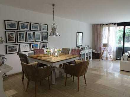 Schöne, geräumige Terrassenwohnung mit 2 Apartments, Garten und 3 PKW Plätzen in D-Ludenberg