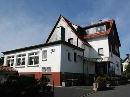 Attraktives Wohn-/ Geschäftshaus (Osteria + 3 Whg.) mit Doppelgarage und 910 ㎡ Areal in Ittenbach