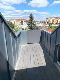 schöne helle 2 Zimmer Dachgeschoss-Wohnung