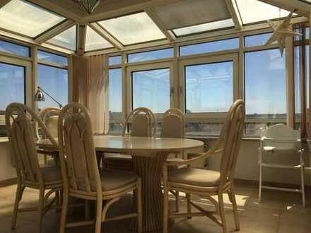 Teilmöblierte 2-Zimmer-Wohnung mit grossem Wintergarten, Balkon und EBK in Hamburg-Niendorf