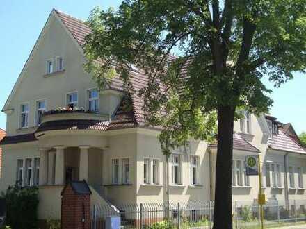 Wunderschöne 3-Zimmer-Dachgeschosswohnung in Altbauvilla