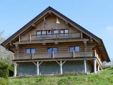 Naturstammhaus mit Ausblick