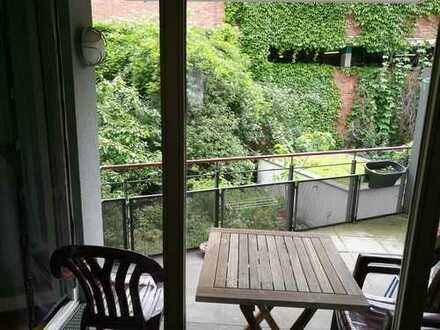 2-ZKB-Balkon Wohnung mit Tiefgaragen-Stellplatz, zentral in herausragendem Architekturhaus