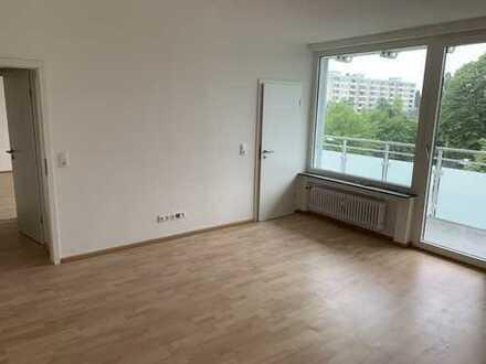 myHome-Immobilien / ERSTBEZUG NACH SANIERUNG, 2-Zi-TRAUM Wohnung mit großen Balkon + Blick ins Grüne