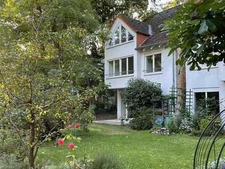 Großzügige Doppelhaushälfte im Waldvillengebiet in Gonsenheim, Mainz