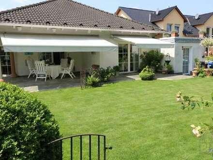 Exclusive Bungalow-Villa in Bestlage, traumhafter Garten, Terrasse.....Kanzlerviertel!