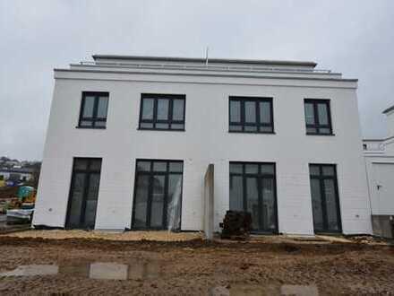Erstbezug/Neubau! 3x Doppelhaushälfte je mit Terrasse + Süd-Dachterrasse in ruhigerLage in BadAbbach