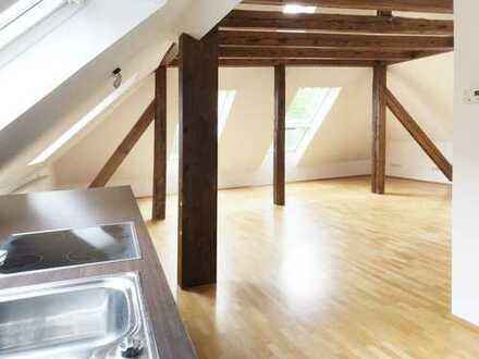 Helle, ruhige Dachgeschoss Wohnung in perfekter Lage