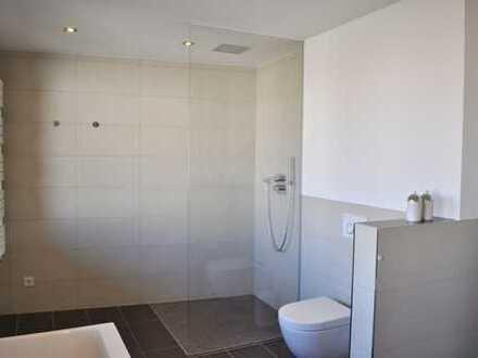 Neuwertige Wohnung mit drei Zimmern sowie Balkon und Einbauküche in Lingen