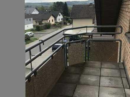 Gepflegte 2-Zimmer-Wohnung im DG mit Balkon und Einbauküche in Hamm/Sieg