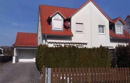Attraktive Doppelhaushälfte mit EBK und Terrasse und Garten in Altenstadt4 an der Waldnaab (Kreis)