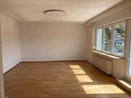 Große 4-Zimmer-Penthousewohnung mit Bergblick