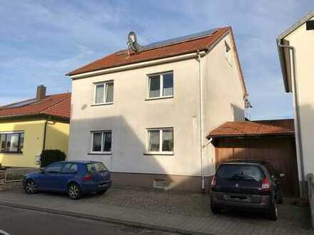 Huttenheim: IHR WOHNTRAUM - Renoviertes EFH, 7 Zi., ca. 130m² Wfl., 2 Balkone, 2 Nebengebäude+Garten