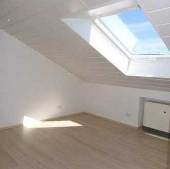 5014 - Dachgeschosswohnung mit Südbalkon und Einbauküche in Jöhlingen!
