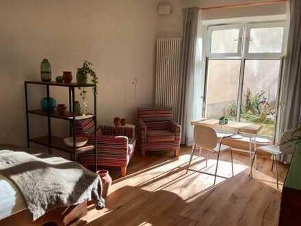 Sonnige, stilvoll möbilierte 1-Zi.-EG-Wohnung mit Einbauküche auf Zeit im Maybachkiez Kreuzkölln