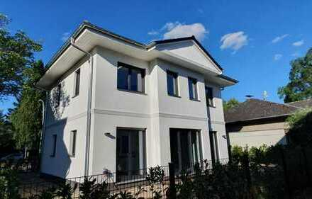 Moderne, familienfreundliche Neubau-Stadtvilla (KfW 55) nahe Heinrich-Laehr-Park in Lichterfelde